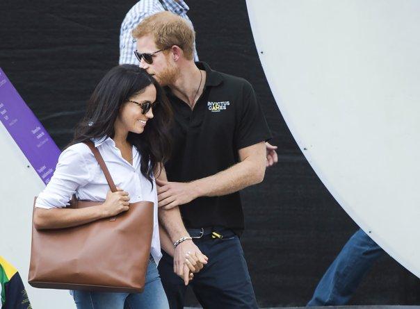 Imaginea articolului VIDEO, GALERIE FOTO | Debut de cuplu regal. Cum au arătat prinţul Harry şi Meghan Markle, la prima ieşire oficială împreună