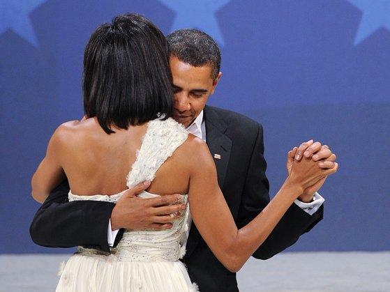 Imaginea articolului FOTO, VIDEO | Michelle şi Barack Obama au aniversat 25 de ani de căsnicie | Ce surpriză i-a făcut fostul lider soţiei sale. Postările au strâns sute de mii de LIKE-URI