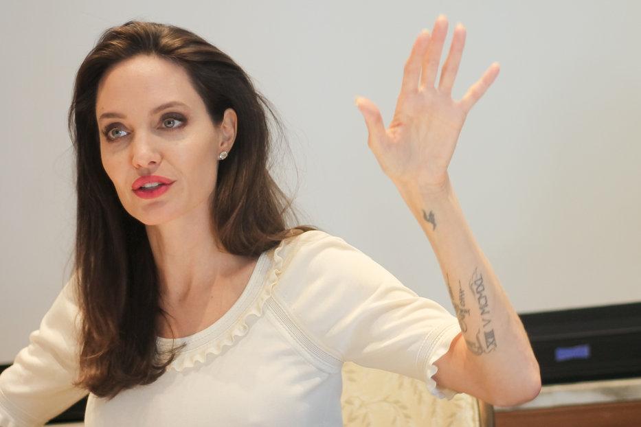 Angelina Jolie şi Gwyneth Paltrow, MĂRTURISIRI INCREDIBILE în cel mai mare scandal SEXUAL al ultimelor decenii, la Hollywood / Apar tot mai multe acuzaţii de viol