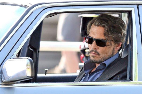 Imaginea articolului Ajuns la sapă de lemn, Johnny Depp îşi dă avocaţii în judecată. Actorul a cheltuit în ultimii 20 de ani câte 2 milioane de dolari pe lună