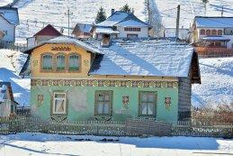 Comună din România, în top 10 Europa al unui renumit site de călătorii. Zona, declarată un muzeu în aer liber. Străinii sunt fascinaţi de culorile ei