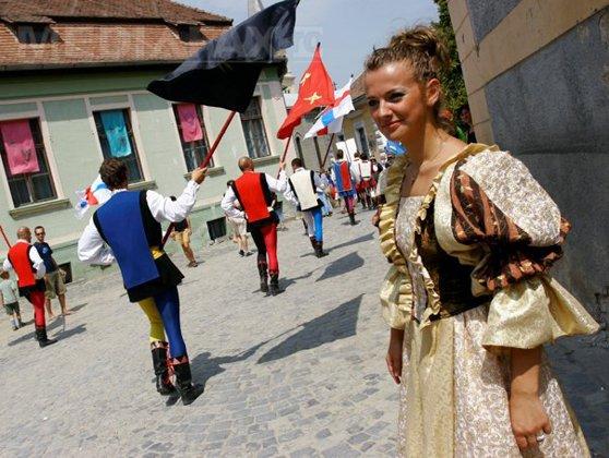 Imaginea articolului Zeci de mii de români locuiesc în SINGURA cetate medievală din Europa