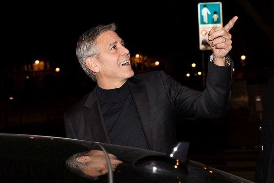 Imaginea articolului FOTO | George Clooney, ECLIPSAT de soacra de 66 de ani. Cu ce ţinută a atras toate privire la un eveniment
