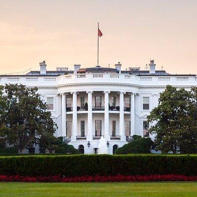 Imaginea articolului Noi portrete oficiale de la Casa Albă: Tablouri cu Donald Trump şi Mike Pence, în toate instituţiile americane şi în ambasadele SUA. Cum arată portretul Melaniei | FOTO
