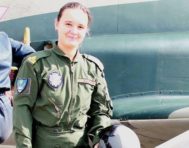 Diana Zamfir, prima femeie din Forţele Aeriene care a zburat cu un avion cu reacţie în simplă comandă pe timp de noapte