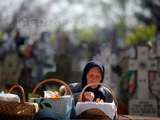 Imaginea articolului Moşii de toamnă: Românii se roagă şi îi pomenesc pe cei adormiţi. Ce nu trebuie să faci în această zi