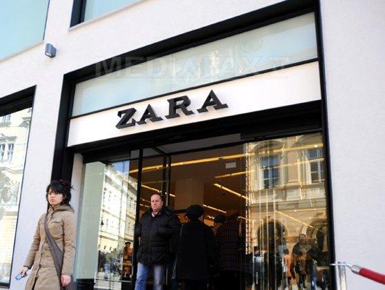 Imaginea articolului MESAJELE angajaţilor neplătiţi de la Zara, găsite de clienţi în hainele vândute în magazine