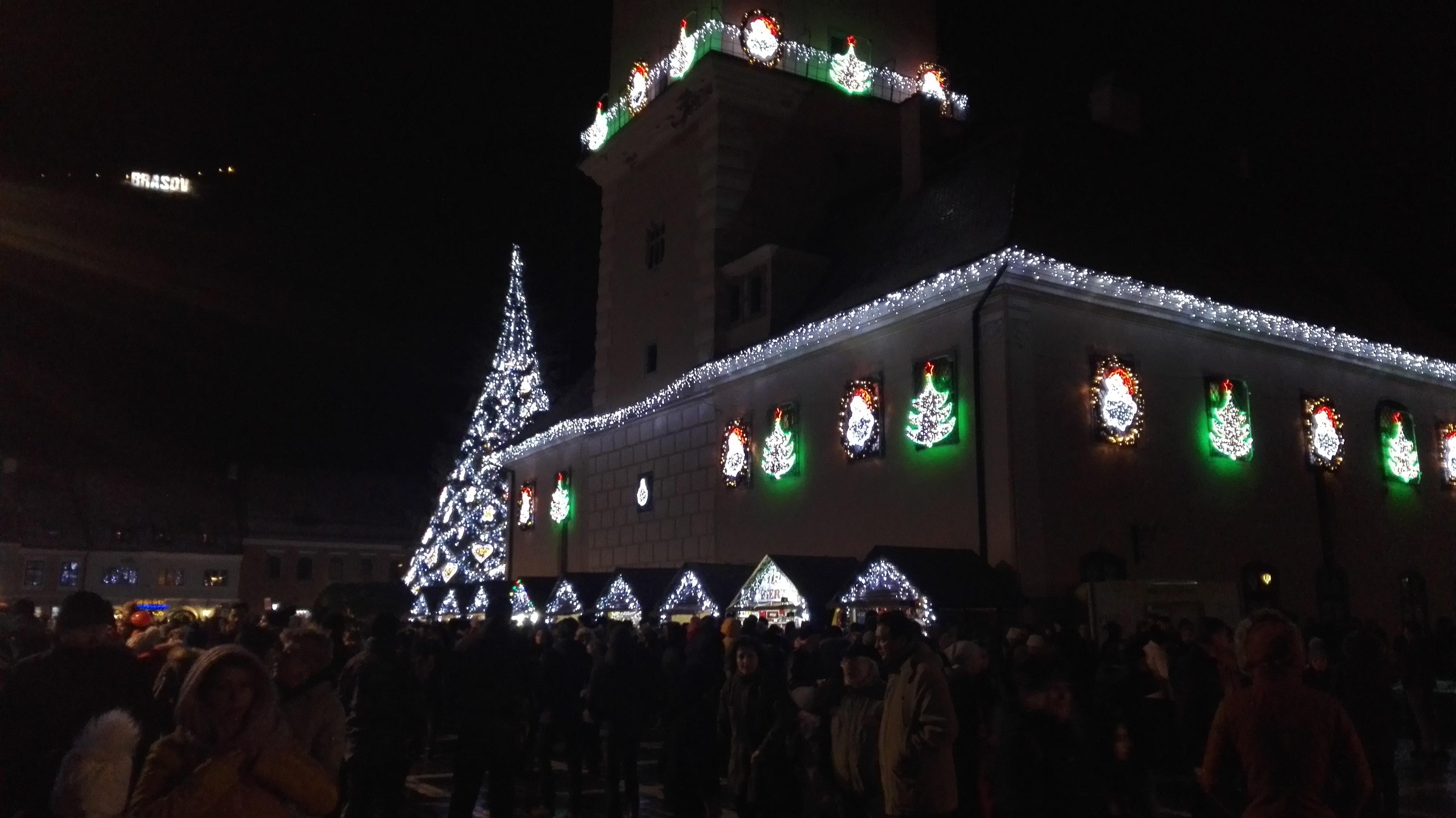 Trupa britanică Smokie a dat startul sărbătorilor de iarnă în Piaţa Sfatului din Braşov - FOTO/VIDEO