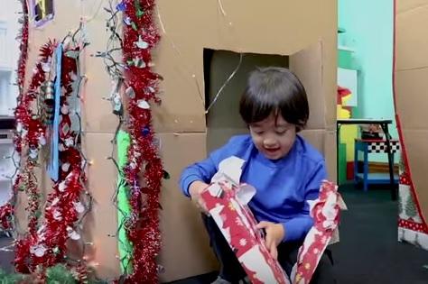 Imaginea articolului Un copil de 6 ani a câştigat peste 11 milioane de dolari, anul acesta. Proiectul care i-a adus succesul pe YouTube - VIDEO