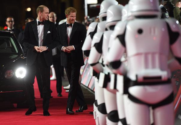 """Imaginea articolului Prinţii William şi Harry, la premiera de gală """"Star Wars: The Last Jedi"""" de la Londra - GALERIE FOTO"""