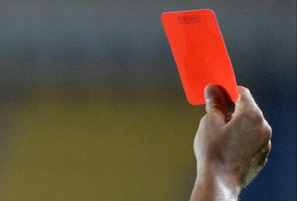 SCENE DE GROAZĂ pe terenul de fotbal. Un arbitru a fost OMORÂT în bătaie după ce i-a arătat unui jucător cartonaşul roşu