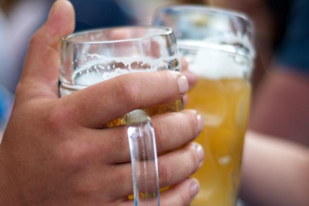 Ce a făcut un grup de petrecăreţi pentru a scăpa de amenzile usturătoare pentru consumul de alcool în spaţiul public. Imaginile au făcut înconjurul lumii
