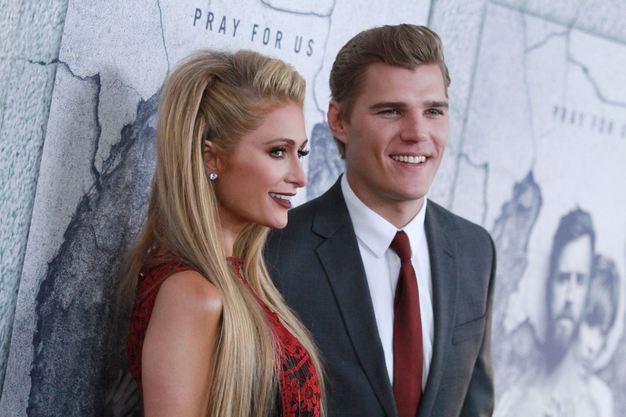 Paris Hilton şi actorul Chris Zylka s-au logodit. Inelul de logodnă este impresionant