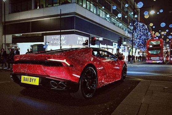 Imaginea articolului Glamour sau prost gus: Ce a făcut o moldoveancă cu un Lamborghini de 200.000 de euro. Maşina străluceşte...| GALERIE FOTO, VIDEO