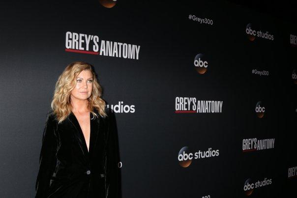 """Imaginea articolului Ellen Pompeo va continua să joace în """"Anatomia lui Grey"""". Noul salariu care o clasează direct pe locul 1 în topul celor mai bine plătite actriţe din seriale-dramă"""