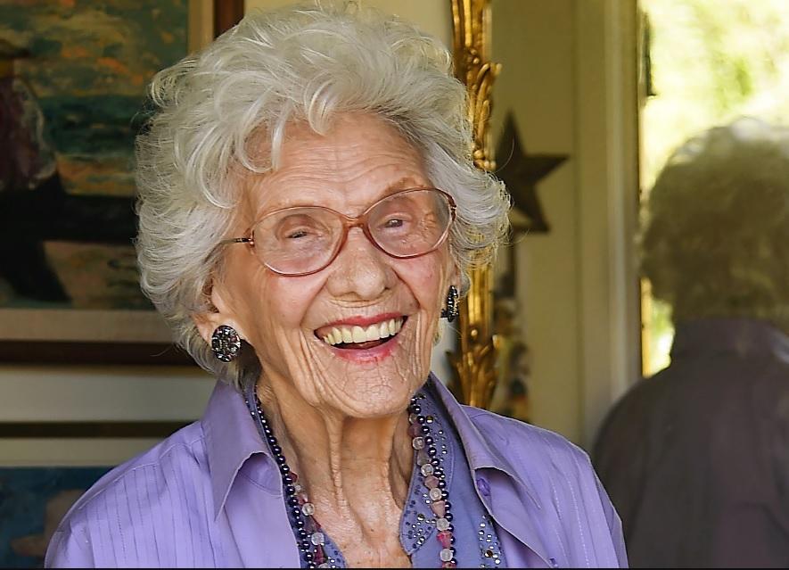 A murit Connie Sawyer, cea mai în vârstă actriţă din lume încă în activitate