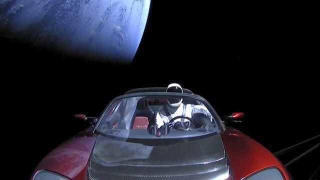 Ce se va întâmpla cu maşina lui Elon Musk, Tesla Roadster, trimisă de SpaceX în spaţiu ca să rămână pe orbita lui Marte | VIDEO