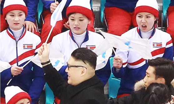 Imaginea articolului JO 2018 | Majoretele nord-coreene, prinse cu garda jos de un Kim Jong Un fals