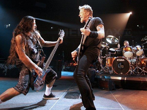 Imaginea articolului Metallica a lansat o colecţie de modă împreună cu Vans | VIDEO