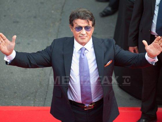 Imaginea articolului Sylvester Stallone, victima unei farse online privind decesul său: Vă rog, ignoraţi... încă lovesc cu pumnul