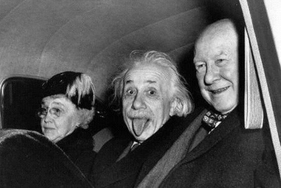Imaginea articolului Povestea celebrei fotografii în care Einstein apare cu limba scoasă. De ce fizicianul a recurs la acest gest