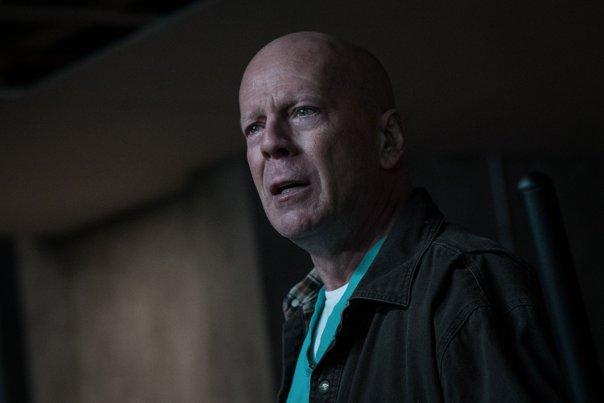 Imaginea articolului TRAGEDIE la filmările pentru un lungmetraj cu Bruce Willis: Un pompier a murit, iar alte cinci persoane au fost rănite   FOTO, VIDEO