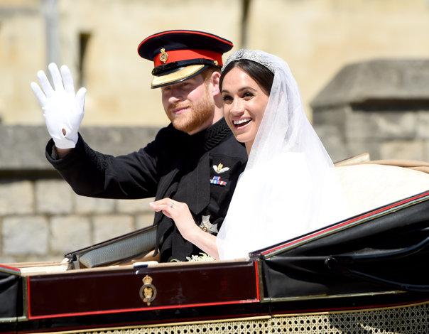 Imaginea articolului Nunta regală 2018, atmosferă de secol XIX. Harry şi Meghan au salutat mulţimea din CALEAŞCĂ, după ceremonia de nuntă de la capela Saint George - GALERIE FOTO
