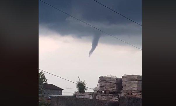 Imaginea articolului FENOMEN meteo de rar în România: Început de tornadă, deasupra Timişoarei | VIDEO