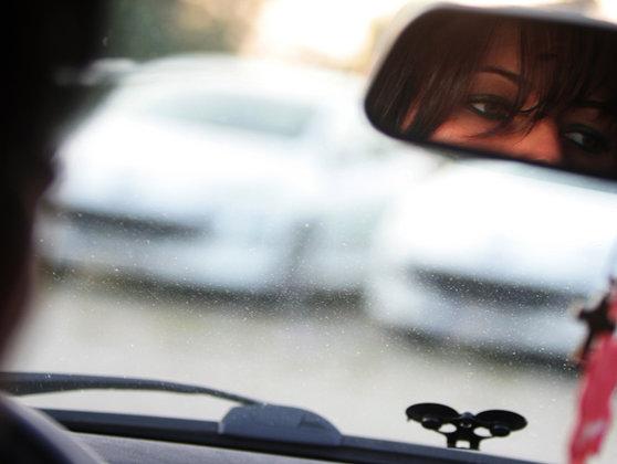 Imaginea articolului După 50 de ani de INTERDICŢIE! Prima femeie din Arabia Saudită a primit permis de conducere  | FOTO, VIDEO