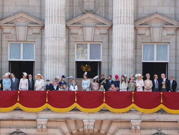 Imaginea articolului Premieră în familia regală britanică: o căsătorie gay. Fosta soţie a vărului reginei îşi va conduce la altar fostul soţ