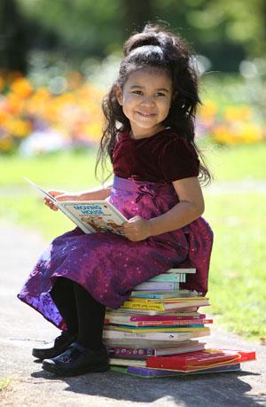 La doar 2 ani are un IQ de 156 (Imagine: www.mirror.co.uk)