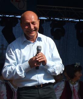 Băsescu a cântat cu Aurel Tămaş refrenul piesei