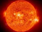 Imaginea articolului Cea mai mare pată solară din ultimii 24 de ani, vizibilă cu ochiul liber pe suprafaţa Soarelui
