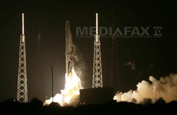 SpaceX a lansat duminică primii sateliţi din lume care sunt integral electrici