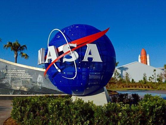 Imaginea articolului NASA vrea să organizeze o bază pe Lună - GALERIE FOTO