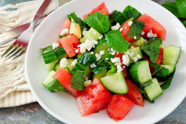 Imaginea articolului Alimentele indicate să le consumi pe timp de caniculă. Cea mai potrivită legumă în zilele călduroase ale anului