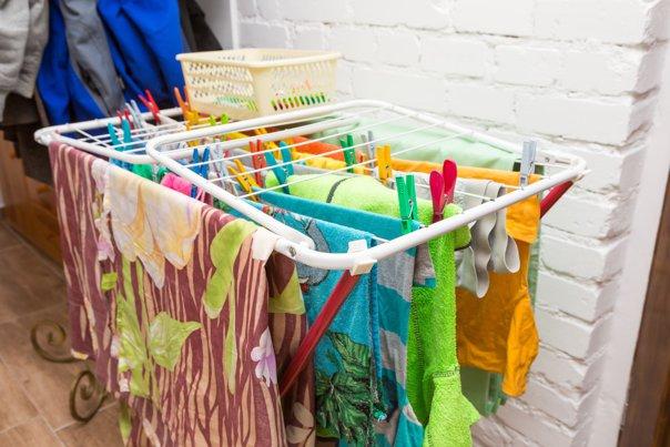 Imaginea articolului De ce nu e bine să vă uscaţi hainele în interiorul casei