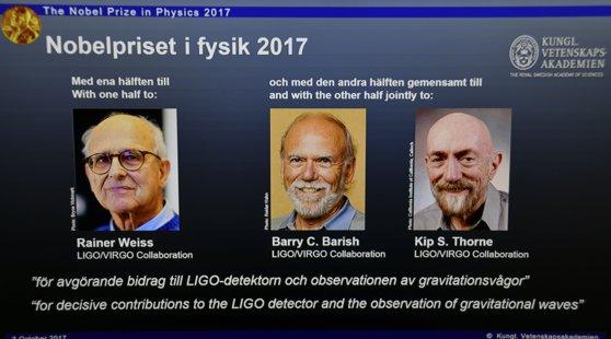 Imaginea articolului Câştigătorii Premiului NOBEL 2017 pentru FIZICĂ sunt Rainer Weiss, Barry C. Barish şi Kip. S. Thorne pentru contribuţiile aduse la observaţiile undelor gravitaţionale