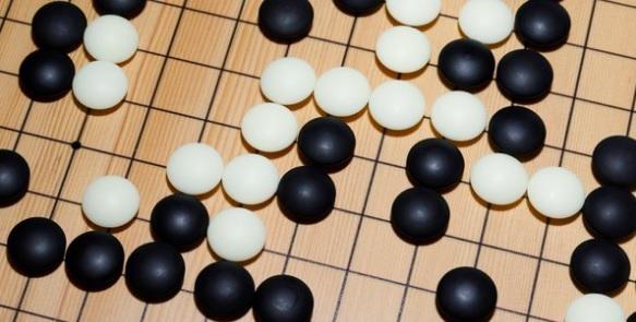 Imaginea articolului AlphaGo Zero, program dezvoltat de DeepMind, a reuşit să înveţe singur să joace jocul Go