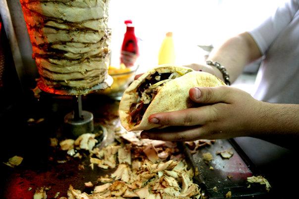 Imaginea articolului Shaorma, una dintre mâncărurile preferate ale românilor, ar putea fi interzisă în toată Europa