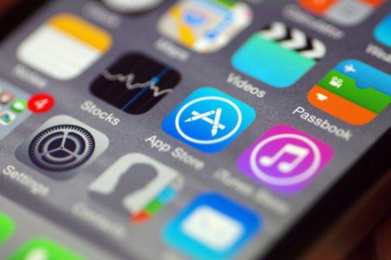 Imaginea articolului Apple confirmă încetinirea funcţiilor unor modele de iPhone/ Ce explicaţii dau reprezentanţii companiei