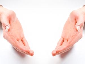 Mâinile femeilor adăpostesc mai multe tipuri de bacterii decât cele ale bărbaţilor