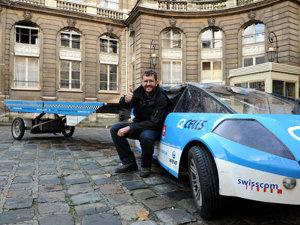 Un elveţian a încheiat primul tur al lumii într-o maşina solară (Imagine: Mediafax Foto/AFP)