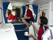 Cum arată cabinele în care dorm stewardesele de pe cursele aeriene lungi. GALERIE FOTO
