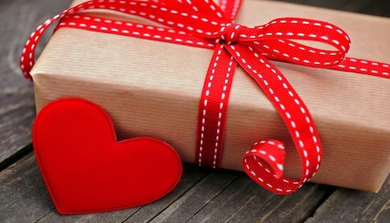 Idei de cadouri pentru ea (iubită/soție). Ce să-i cumperi, indiferent de ocazie