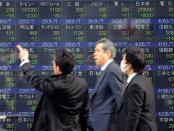 Măcel pe bursele asiatice: Piaţa de tranzacţionare din Japonia scade puternic, în urma temerilor legate de politica Băncii Centrale, în timp ce yen-ul se apreciază la maximul ultimelor 18 luni