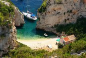 Cum arată cea mai frumoasă plajă din lume: Stiniva din Croaţia. Este un paradis aproape de România. Galerie FOTO