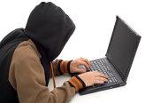 Partea întunecată a internetului este formată din psihopaţi, narcisişti şi sadici
