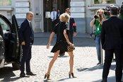 Brigitte Macron, într-o ţinută îndrăzneaţă, la Bruxelles, la prima ieşire importantă ca Prima Doamnă a Franţei. FOTO