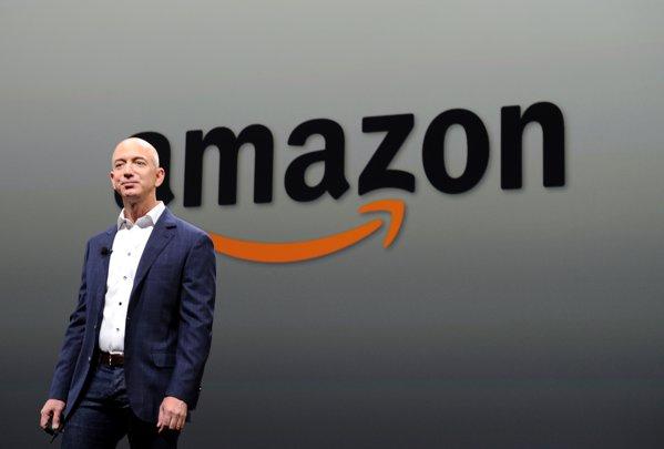 Bezos face istorie: Pentru prima oară, şeful Amazon îl întrece pe Bill Gates şi devine cel mai bogat om din lume. De la începutul anului, miliardarul din e-commerce a câştigat 25 de miliarde de dolari